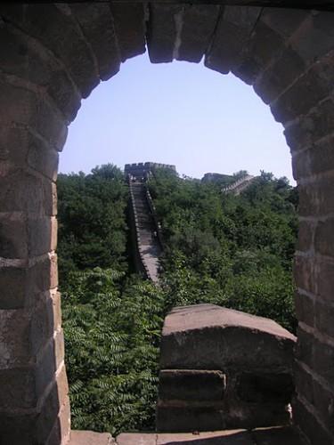 Vista por un torreón de la Gran Muralla de Mutianyu