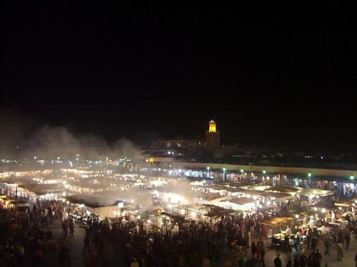 La plaza Djema el-Fna de noche en Marrakech