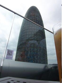 Semapedia delante de la Torre Agbar de Barcelona