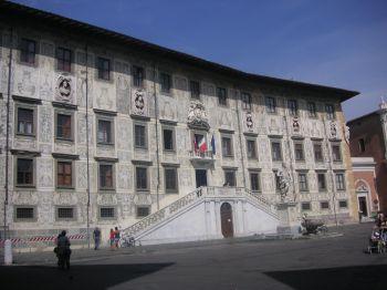 Plaza del caballero de Pisa