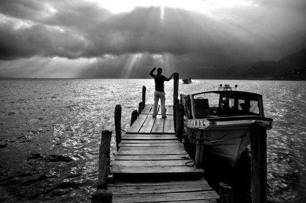 Puesta de sol en el lago Atitlán, Panajachel, Guatemala
