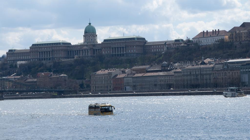 RiverRide, el bus turístico y… acuático de Budapest