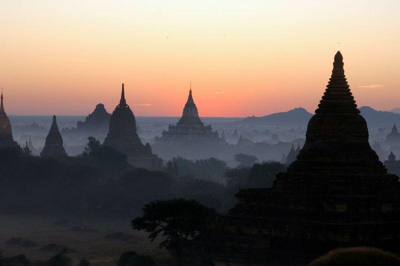 Salida del sol en Burma, Myanmar