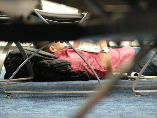 Durmiendo en aeropuertos de manera cómoda