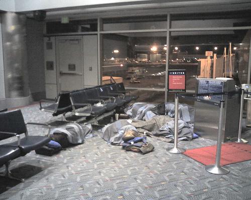 Durmiendo en el aeropuerto de Denver por la cancelación de un vuelo por culpa del tiempo