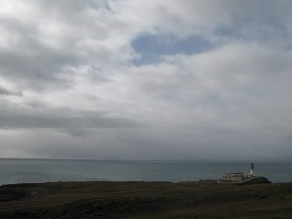 El faro Nest Point en el oeste de la isla de Skye