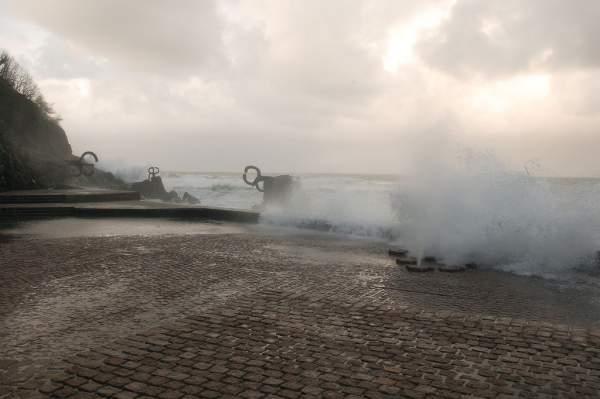 La obra de Chillida, peine del viento en San Sebastián