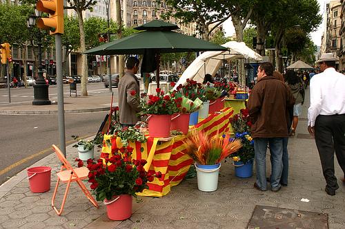 Parada de rosas en Barcelona por Sant Jordi