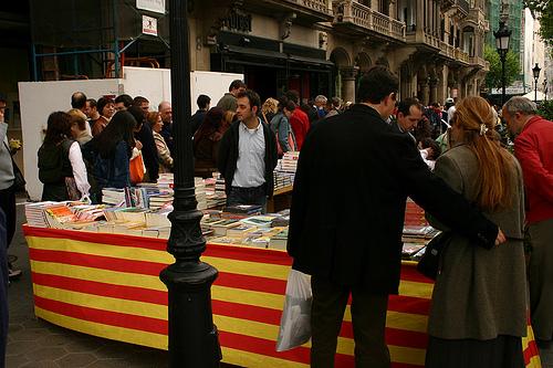 Parada de libros en Barcelona por Sant Jordi