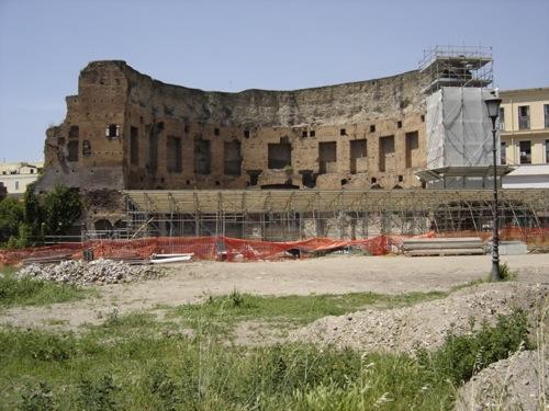 Termas de Trajano, en la capa inferior estaría la Domus Aurea
