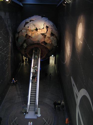 Atravesando el planeta Tierra en el Museo de Historia Natural de Londres