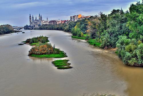 El río Ebro en su paso por Zaragoza