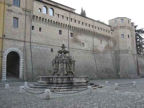 La Piazza del Popolo de Cesena de día