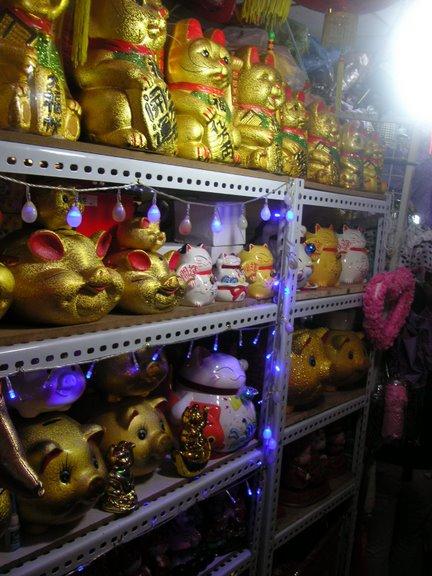 Mercado de souvenirs y productos chinos de la suerte