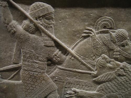Asurbanipal cazando leones, en el Museo Británico de Londres (II)