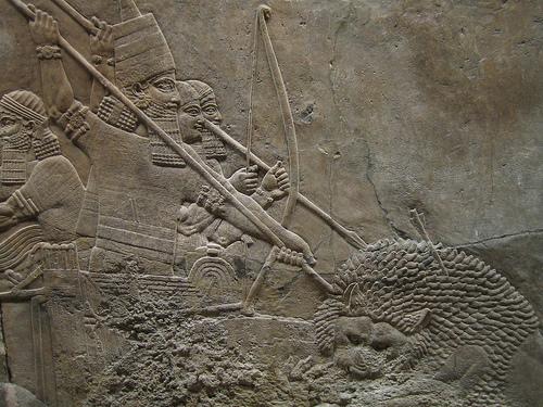 Asurbanipal cazando leones, en el Museo Británico de Londres (III)