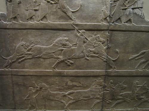 Asurbanipal cazando leones, en el Museo Británico de Londres (IV)