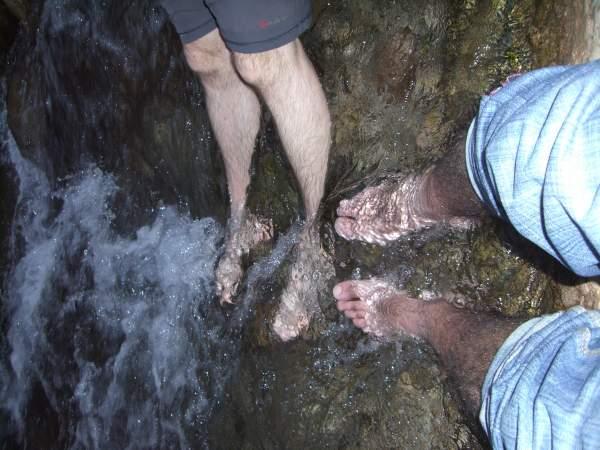 Con los pies en el río del Todra