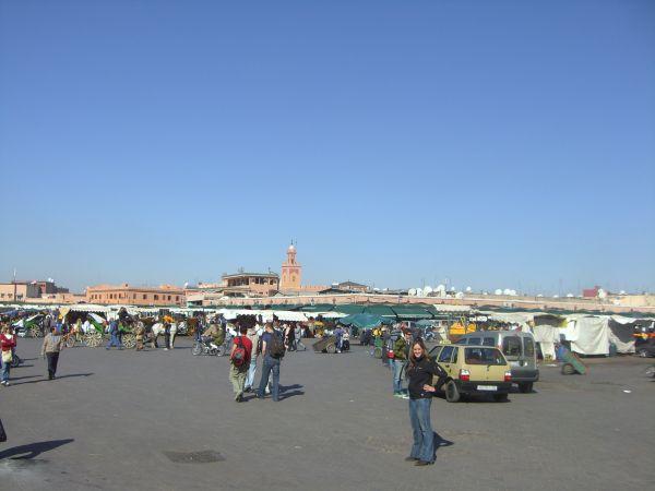 La plaza Djema-el-Fna de día