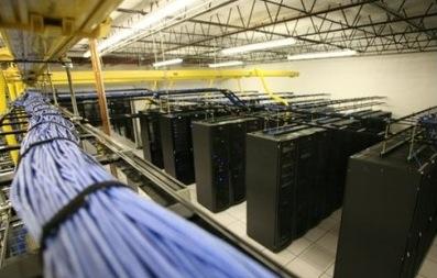 Datacenter donde se alojan centenares de servidores web