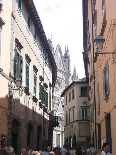 La catedral de Orvieto, despuntando entre sus calles