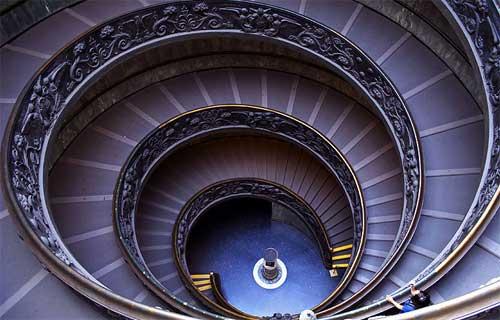 Las escaleras infinitas del Vaticano