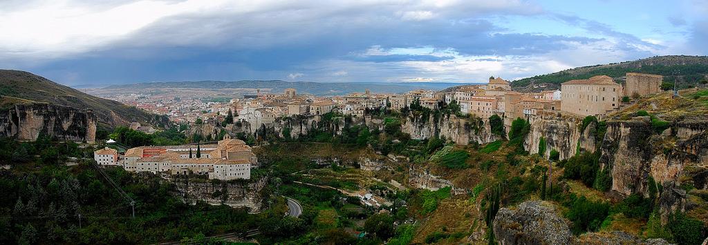 Vista de Cuenca sobre la Hoz del Huécar