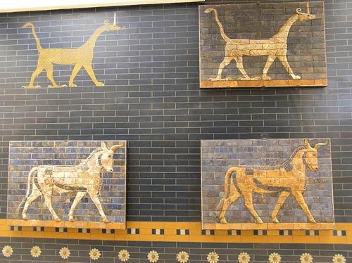 Detalles de grifos de la Puerta de Ishtar, en Babilonia