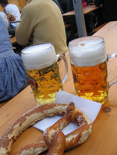 La cerveza y el Pretzel son el alma mater del Oktoberfest @ Johny Wash N Go