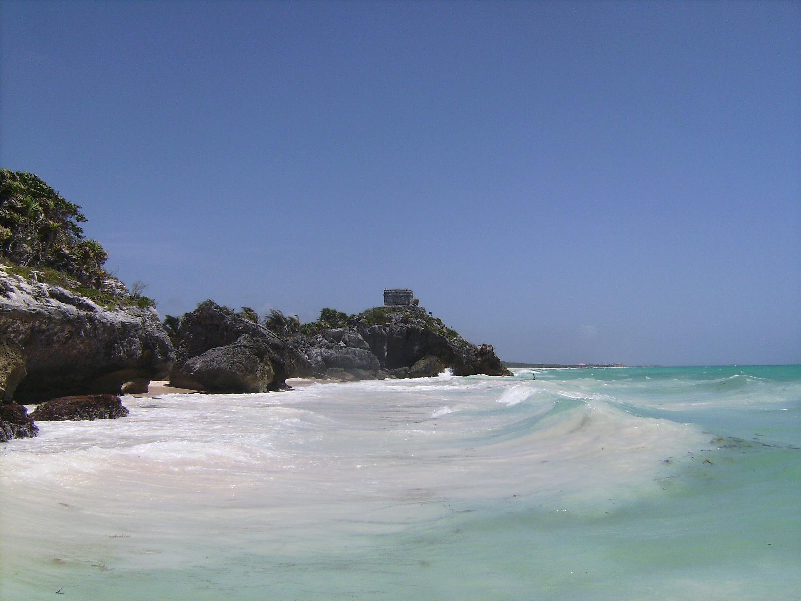 El castillo de las ruinas de Tulum sobre el mar Caribe