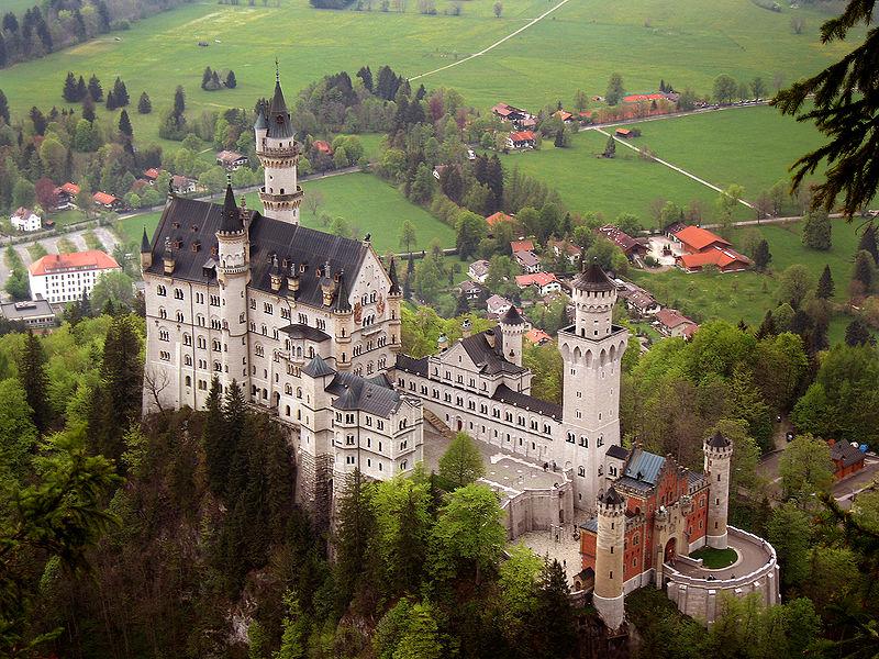 Castillo de Neuschwanstein @ Wikipedia