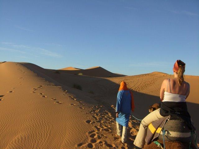 Caravana de camellos en Erg Chebbi