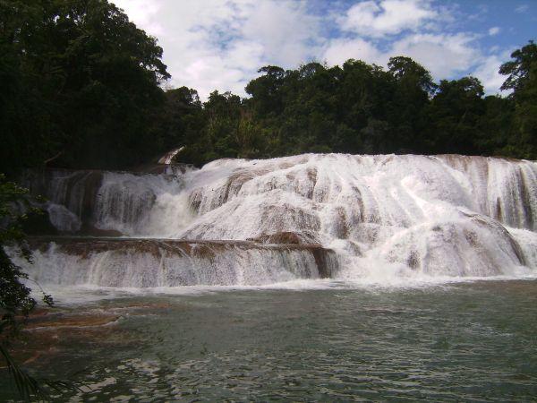 Las bonitas cascadas de Agua Azul