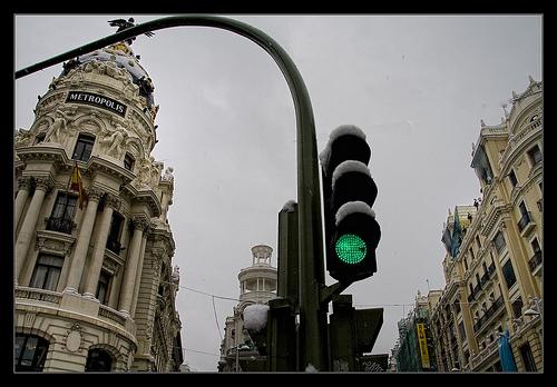 Nieve en Madrid en el edificio Metrópolis