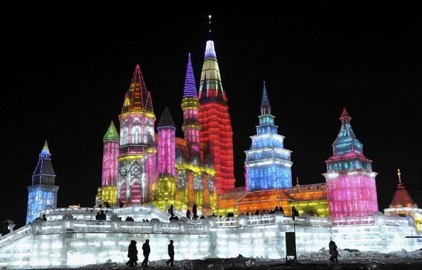Edificios de hielo iluminados en Harbin