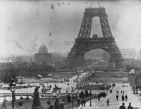 Imagen de la Torre Eiffel en 1878