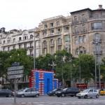 Arco de triunfo de cajas en Barcelona