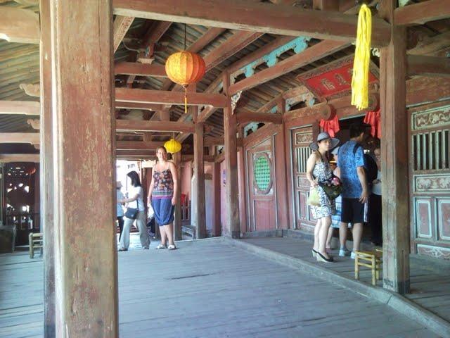 Interior del puente japonés de Hoi An
