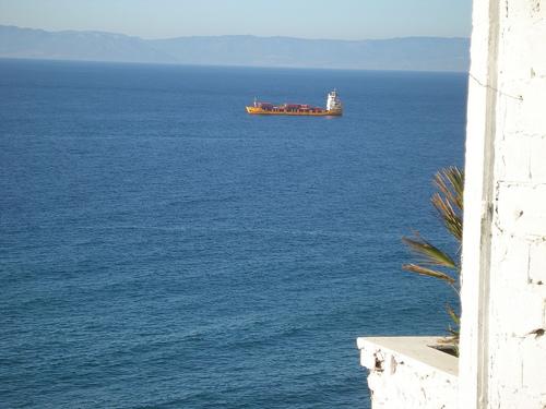 Estrecho de Gibraltar desde la terraza del Café Hafa
