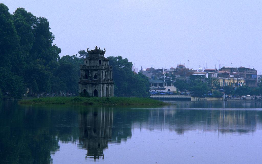 Lago Hoan Kiem del centro de Hanoi