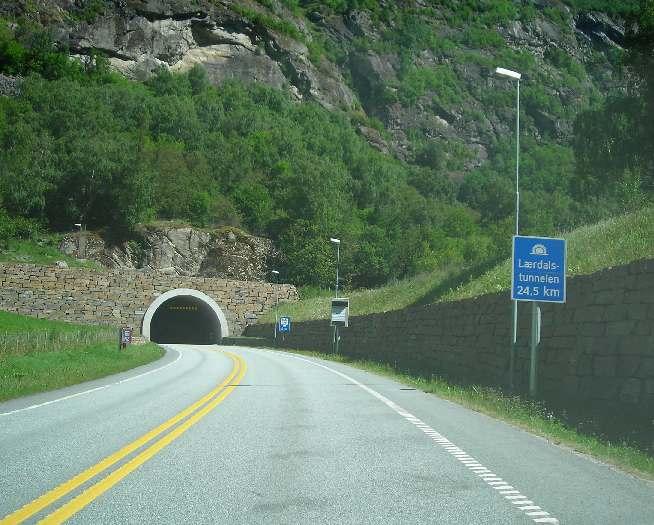 Entrada del túnel de Laerdal