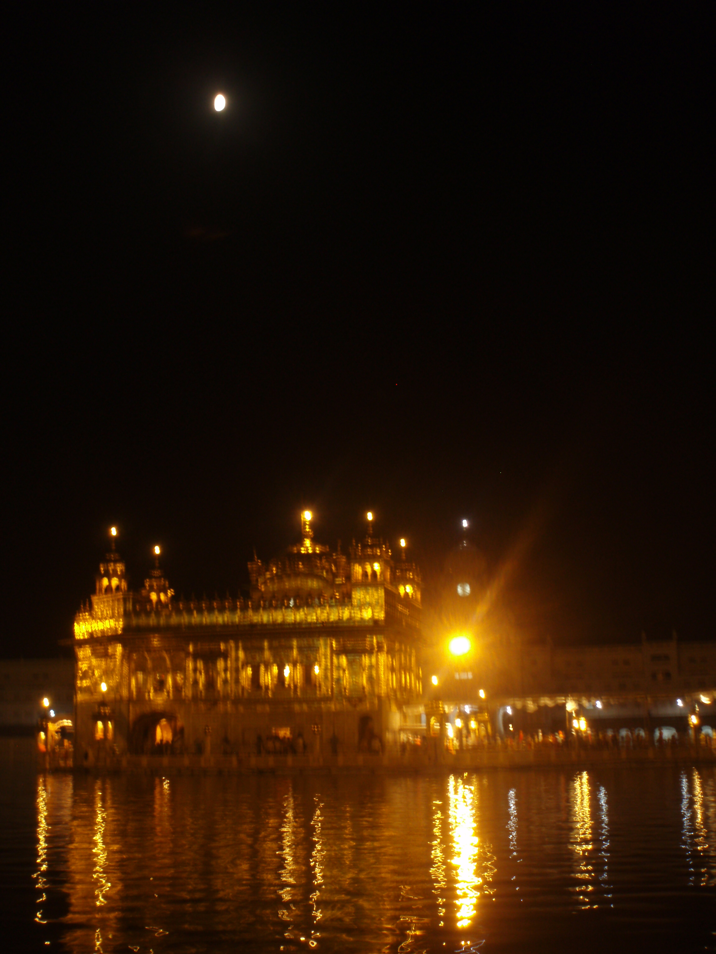 Golden Temple at night, Amritsar (@Doris Casares)