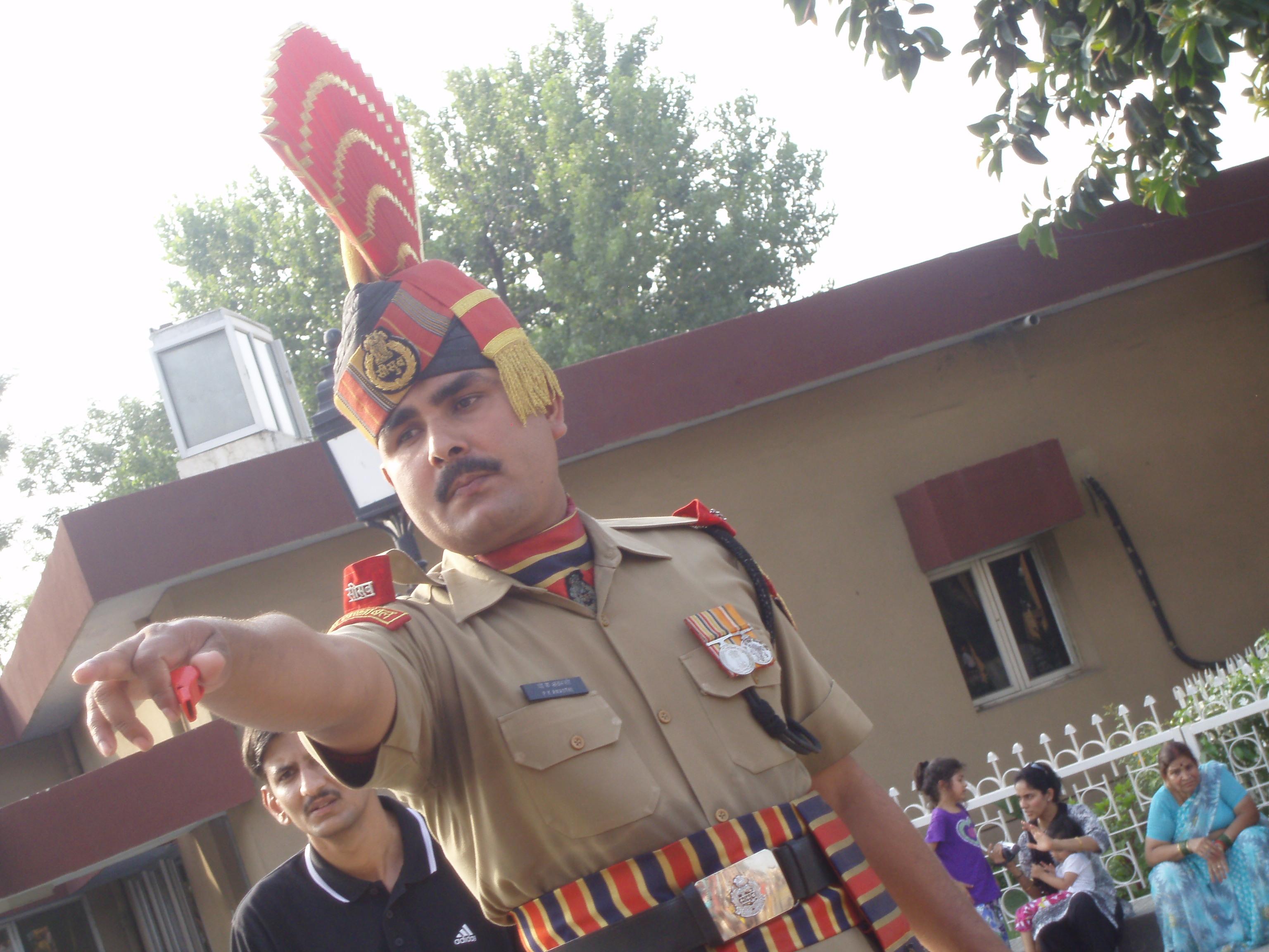 Soldado en la frontera indopakistaní, Attari (@Doris Casares)