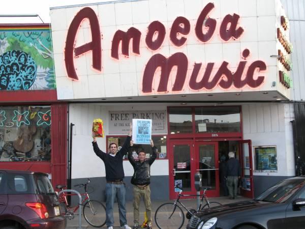 Xavier y Marc a la salida del Amoeba Music
