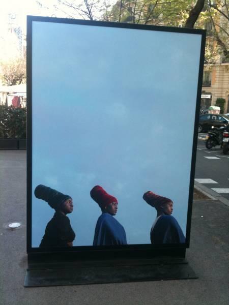 Monolito exposición Desvelos en Barcelona