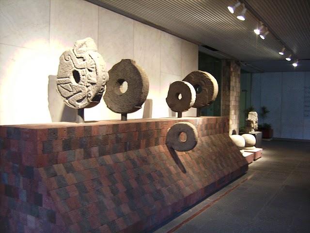Exposición del juego de la pelota maya en el Museo de Antropología de México DF