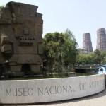 El dios Tláloc en la puerta del Museo Nacional de Antropología de México DF