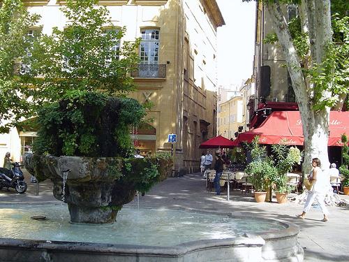 La avenida Cours Mirabeau de Aix en Provence
