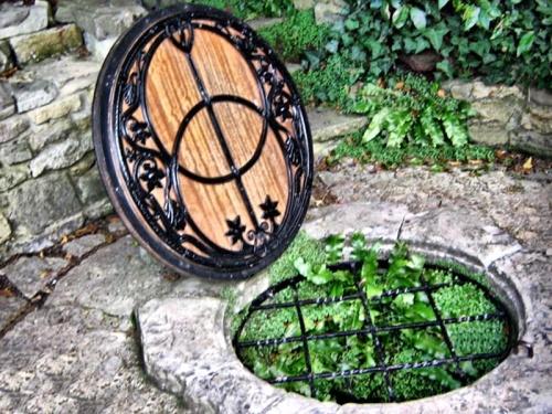 Chalice Well (Pozo de Chalice) alimentado por el manantial rojo