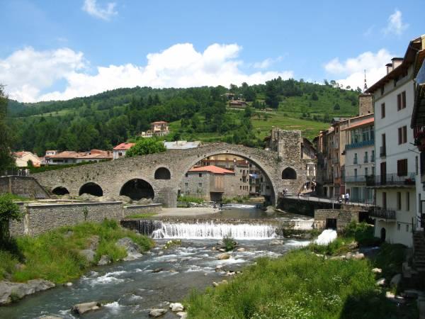 El puente de Camprodon sobre el río Ter